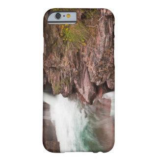 St Mary cae en Parque Nacional Glacier adentro Funda De iPhone 6 Barely There