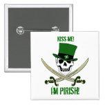 """St Patricks Jolly Roger Pirate """"Kiss Me""""Pin Button"""