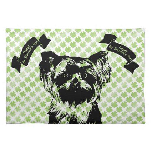 St Patricks - silueta de Yorkshire Terrier Manteles Individuales