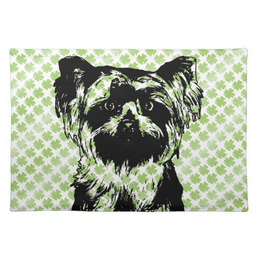 St Patricks - silueta de Yorkshire Terrier Mantel