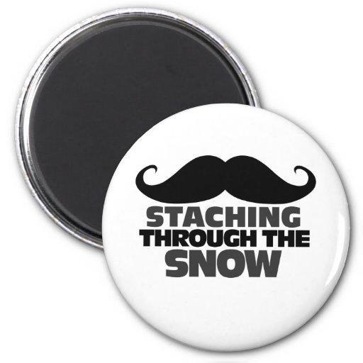 Staching a través de la nieve imán para frigorifico