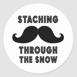 STACHING THROUGH THE SNOW | BLACK CLASSIC ROUND STICKER