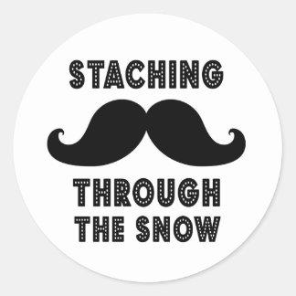 STACHING THROUGH THE SNOW | BLACK CLASSIC ROUND STICKER
