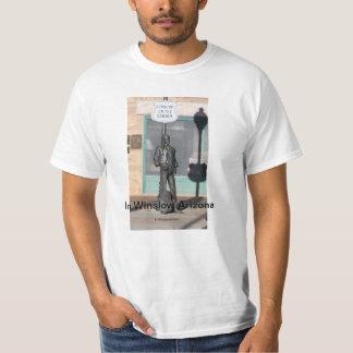 Standin en la esquina en la camiseta de Winslow Ar Playera