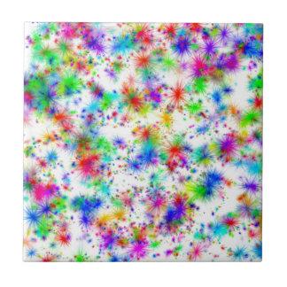 Starbursts del arco iris azulejo cuadrado pequeño