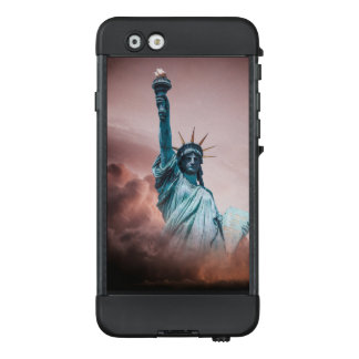 Statue Of Liberty On Storm LifeProof NÜÜD iPhone 6 Case