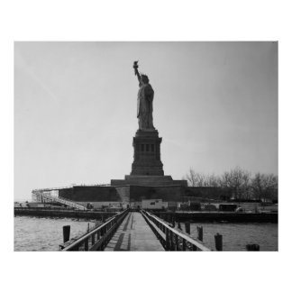 Statue of Liberty Photograph - 5 Poster