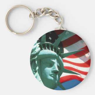 STATUE OF LIBERTY WITH AMERICAN FLAG BASIC ROUND BUTTON KEYCHAIN