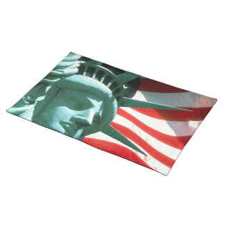 STATUE OF LIBERTY WITH AMERICAN FLAG CLOTH PLACEMAT