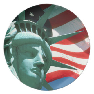 STATUE OF LIBERTY WITH AMERICAN FLAG DINNER PLATE
