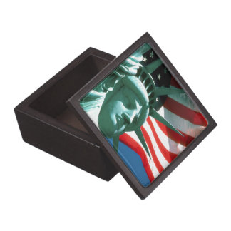 STATUE OF LIBERTY WITH AMERICAN FLAG KEEPSAKE BOX