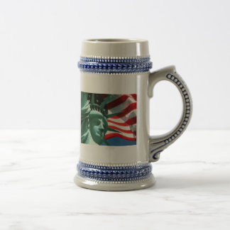 STATUE OF LIBERTY WITH AMERICAN FLAG 18 OZ BEER STEIN
