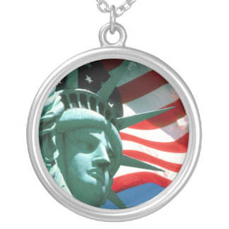 STATUE OF LIBERTY WITH AMERICAN FLAG ROUND PENDANT NECKLACE
