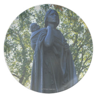 'Statue of Sacagawea and her son, guide on the Melamine Plate