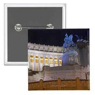 Staue y columnas en el monumento Vittorio Pins