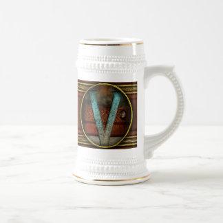 Steampunk - alfabeto - V está para el Victorian Jarra De Cerveza