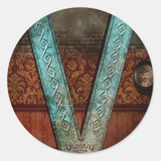 Steampunk - alfabeto - V está para el Victorian Etiquetas Redondas