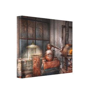 Steampunk - destilería privada lienzo envuelto para galerías