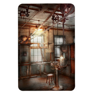 Steampunk - Machinist - The grinding station Magnet