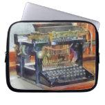 Steampunk - máquina de escribir del vintage mangas computadora