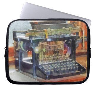 Steampunk - máquina de escribir del vintage mangas portátiles