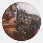 Steampunk - máquina de escribir - el mensajero sec pegatinas redondas
