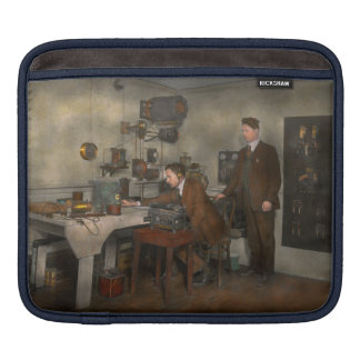 Steampunk - The wireless apparatus - 1905 Sleeve For iPads