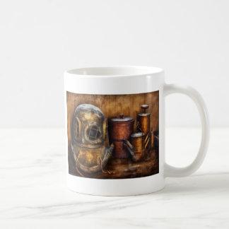 Steampunk - una colección de mis viajes taza básica blanca