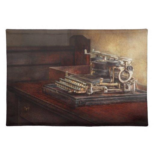 Steampunk - una máquina de escribir vieja crujient manteles individuales