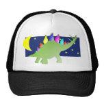 Stegosaurus en la noche con la luna y las estrella gorras de camionero