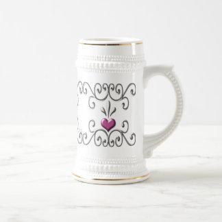 Stein rosado enrollado de los corazones jarra de cerveza