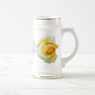 Steins de florecimiento del rosa amarillo jarra de cerveza