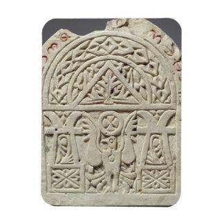Stela funerario con una paloma o un águila, 8vo-9n imán de vinilo