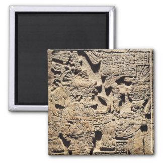 Stela que representa un alto sacerdote y a una muj imanes