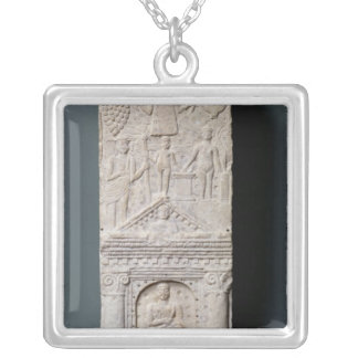 Stela votivo dedicado a Saturn Colgante Cuadrado