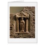 Stele votivo del mármol y de la piedra arenisca co tarjeton