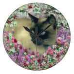 Stella en flores - gato siamés poner crema del cho relojes de pared