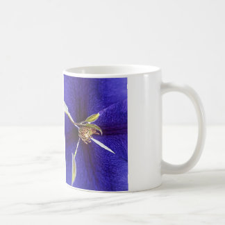Stempel auf Lila Kaffee Tasse