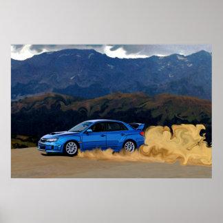 STi azul de Subaru que deriva en las montañas Póster