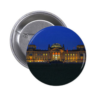 Stick button on Berlin Reichstag in the evening