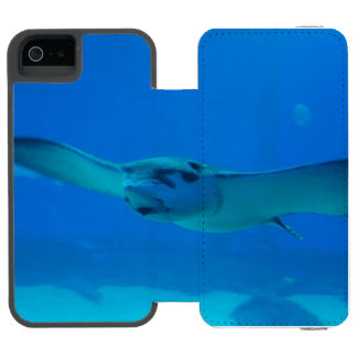 Stingray Swimming Under Water Incipio Watson™ iPhone 5 Wallet Case