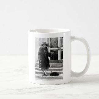 Stinky Date, 1922 Mugs