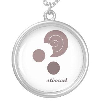 stireed round pendant necklace