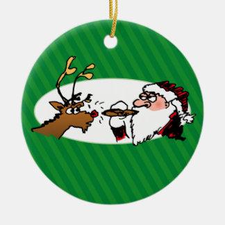 Stogie que fuma el ornamento verde divertido del adorno navideño redondo de cerámica