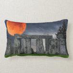 Stonehenge antiguo y Luna Llena roja mística Cojines