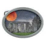 Stonehenge antiguo y Luna Llena roja mística Hebillas Cinturón Ovales