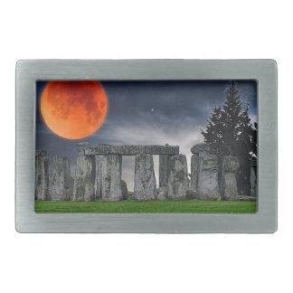 Stonehenge antiguo y Luna Llena roja mística Hebilla Cinturon Rectangular