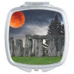 Stonehenge antiguo y Luna Llena roja mística Espejos De Maquillaje