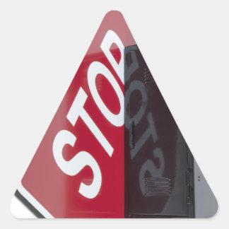 StopSignLocker122312 copy.png Pegatina Triangular