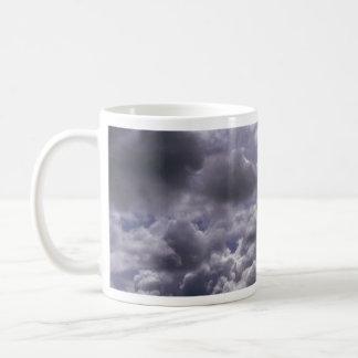 Stratocumulus (capa gruesa que se rompe para arrib taza de café